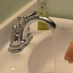 洗顔のときに節水と時間短縮するハンパ技【おそく起きた朝は…】